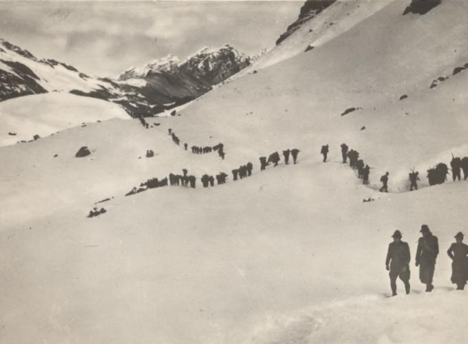 01.Alpini in marcia giugno 1940