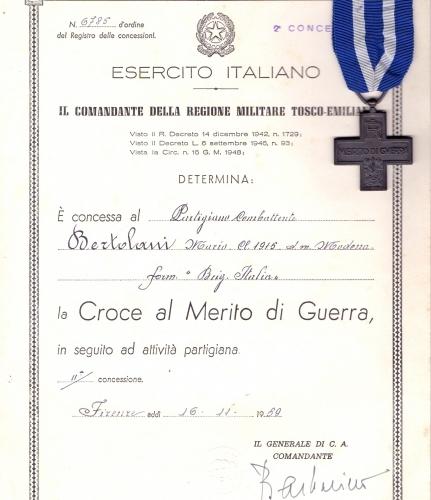 01.Daria Bertolani Marchetti - Croce al Merito di Guerra del marito Mario
