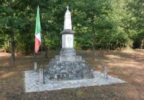 Obelisco nei pressi del torrente Dordia